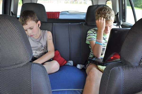 По Белоруссии - дети не спят, дивайсы выручают