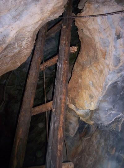 Лестница на входе