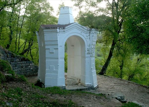 На этом камне  А.И. Барятинский принимал сдачу в плен Шамиля