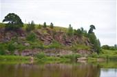 Скалы на левом берегу Туры