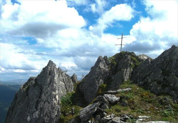 Памятный крест на вершине Тушканчика