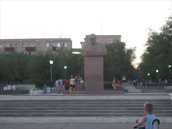 Памятник Королеву