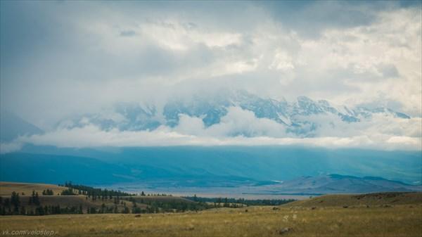 Облака скрывают от нас красоту, очень жаль.