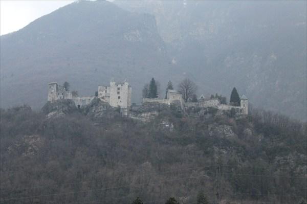 Замок Miolans