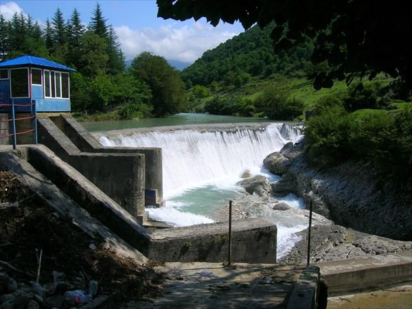 Водопад-плотина в Мартвили