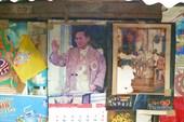 Везде портрет любимого короля Рамы 9