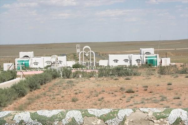 Мемориал в пустыне