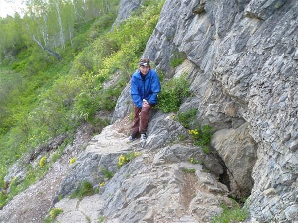 Перед входом в пещеру