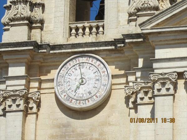 Календарные часы