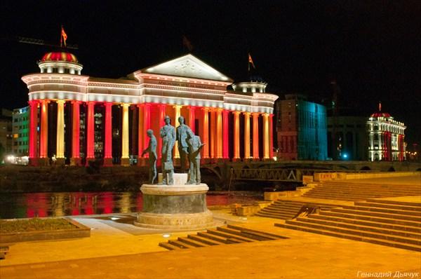 Ночная подсветка в центре Скопье