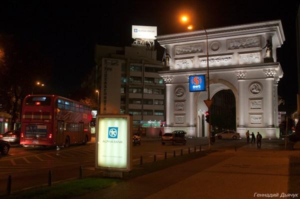 Двухэтажные автобусы курсируют по Скопье