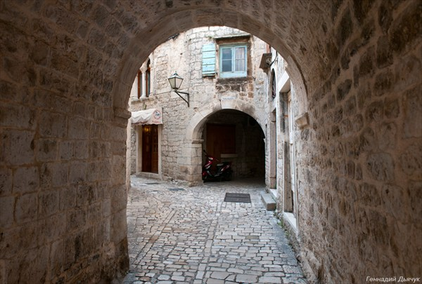 Одна из арок Трогира