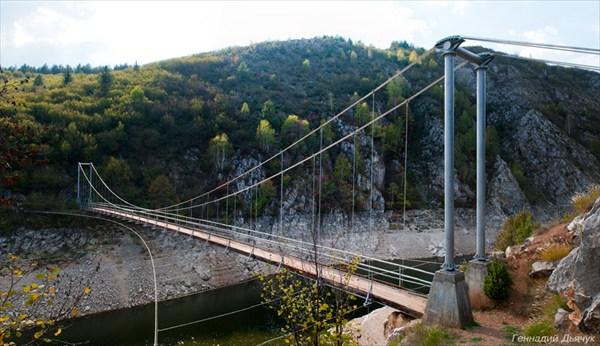 Увац. Эффектный мост через реку.