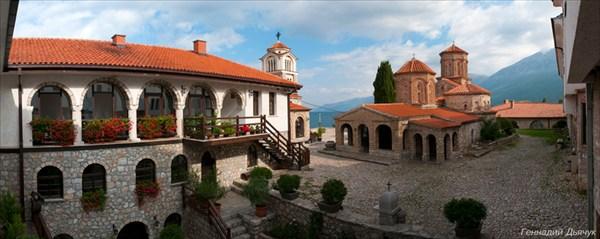 Монастырь Святого Наума. Внутренний двор.