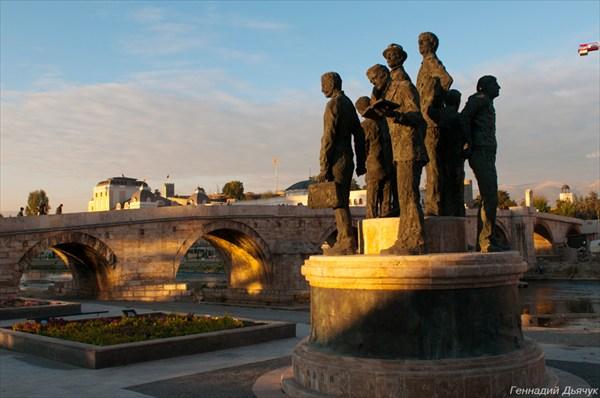 Памятники в Скопье