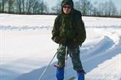 Вадику не терпелось встать на лыжи