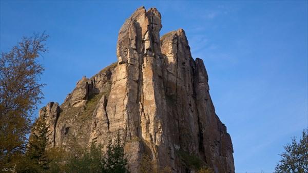 Скалы над туристским комплексом р. Лыбия