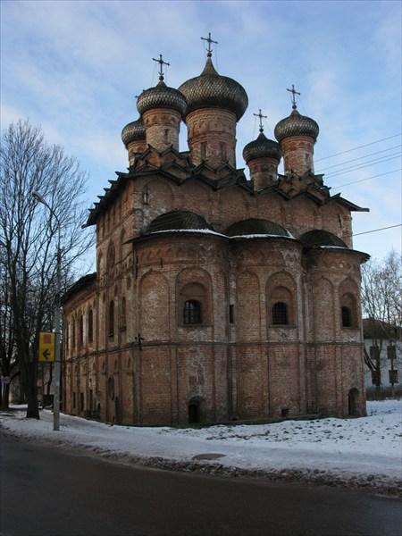 Церковь Троицы Живоначальной с трапезной, Духов монастырь (1557)