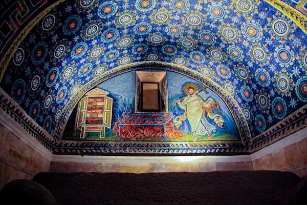 Мозаичный склеп в Равенне