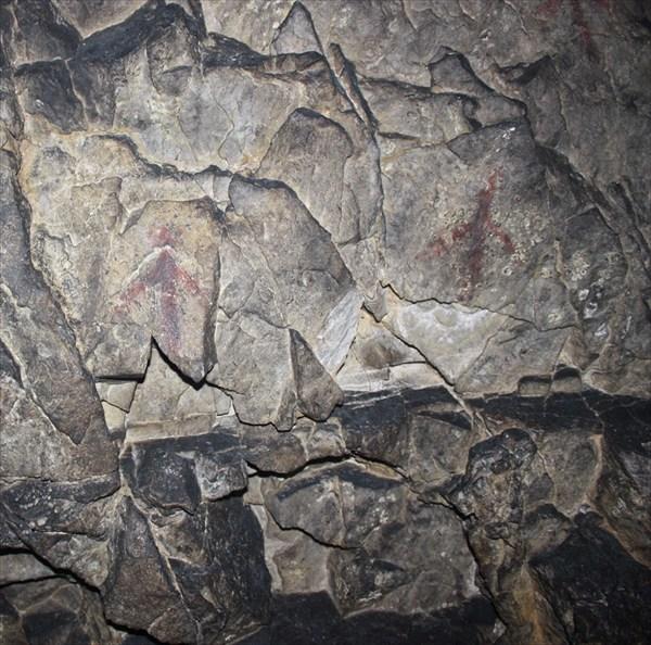 Это тоже рисунки на стенах пещеры Копченой.