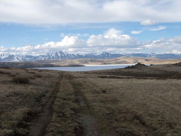 Вид с перевала на озеро