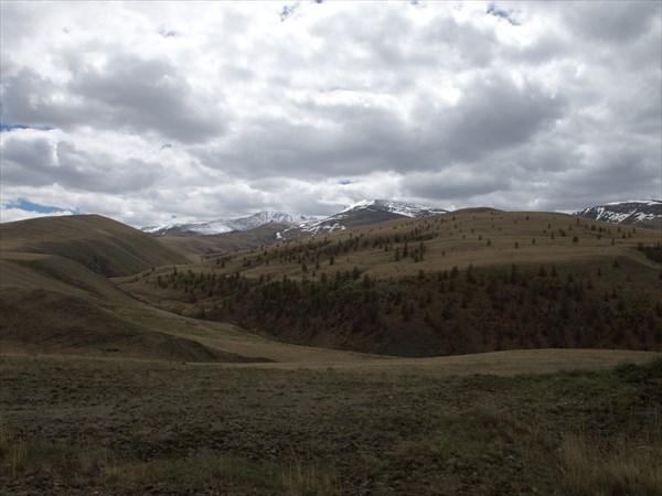 Монголия за хребтом