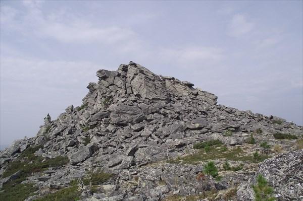 За скалой плато