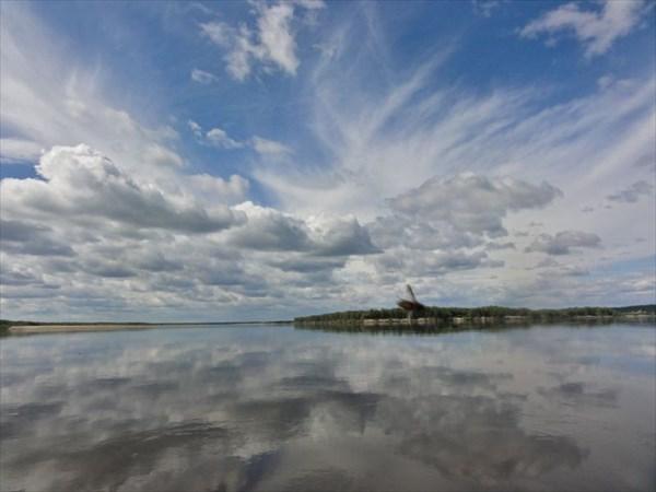 на фото: Облака..Напротив Усть-Ижмы