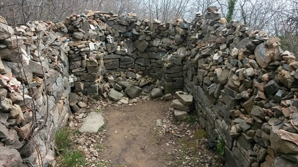 Остатки древнего храма на Аю-Даге