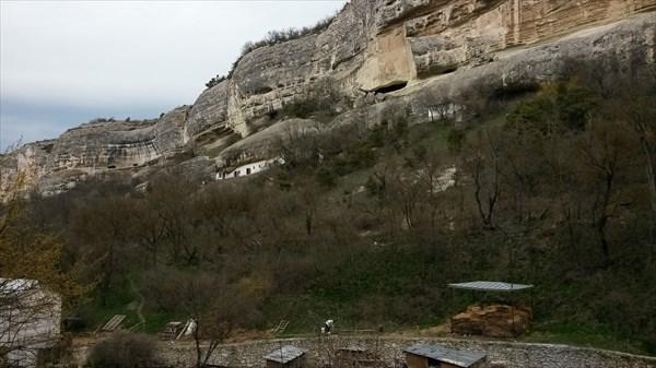 Монастырская ферма в скале