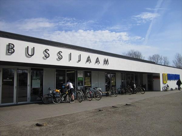 Автобусная станция / супермаркет (г.Муствеэ)