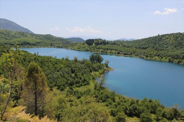 Небольшое озеро перед Сары-Челеком