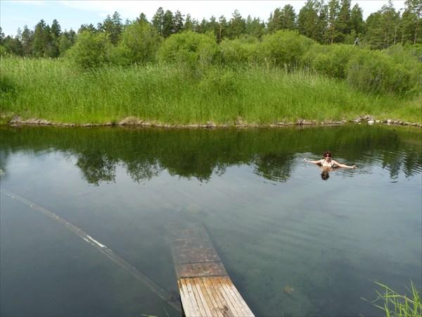 А теперь в горячее озеро