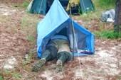 Саша Зайцев в своей мини-палатке