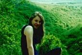 Вера Кузнецова возле Красной пещеры