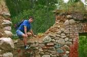 Рома и Развалины немецкой водяной мельницы. пос. Ягодное