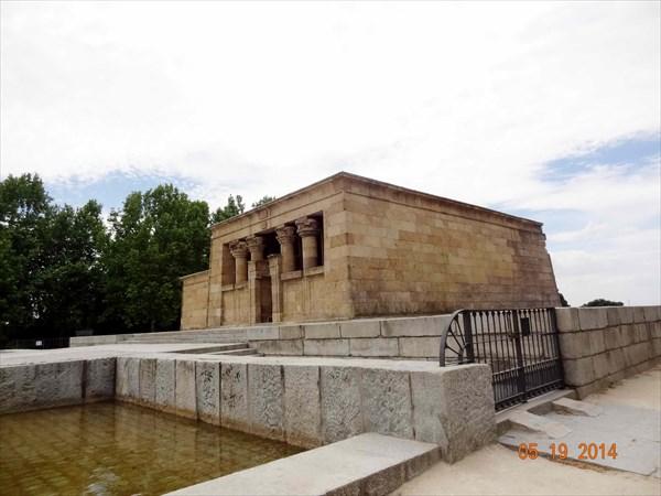 Храм Дебод.