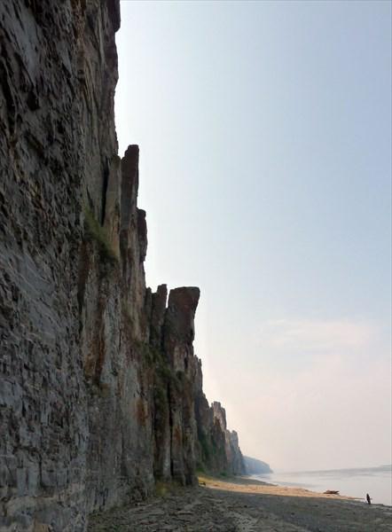 Человек и стена