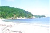 Белый песок на пляже б. `Средняя`