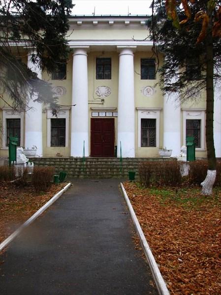 Усадьба Пехра-Яковлевское. Здание бывшего театра.