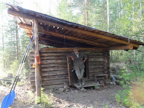 Это домики такие маленькие или Волк большой?