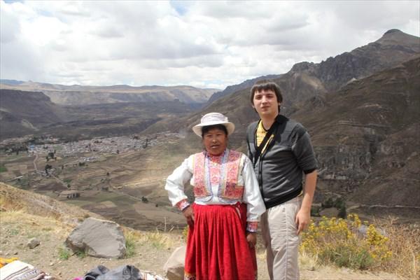 Перуанка рядом с Каньоном Колка