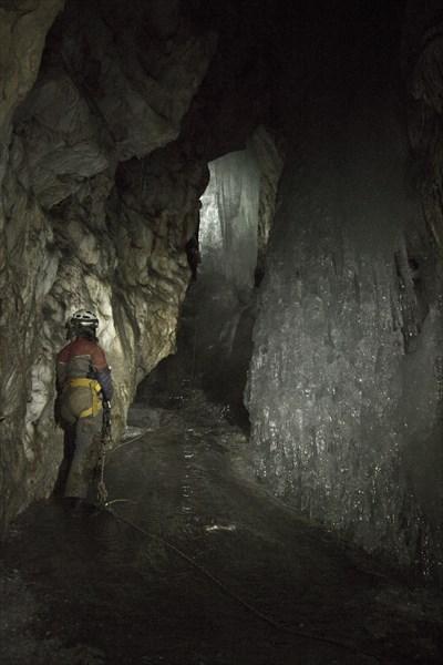 Года уходят.. Люди стареют.. пещеры - остаются.