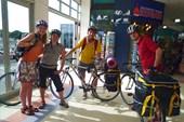 С только что купленными велосипедами