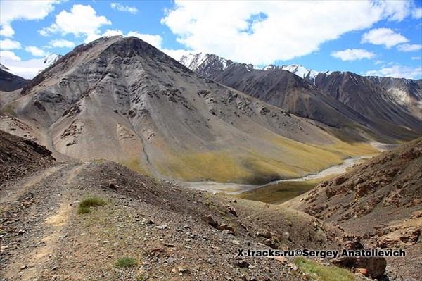 63. Вид с перевального плато в долину р.Бурхан.