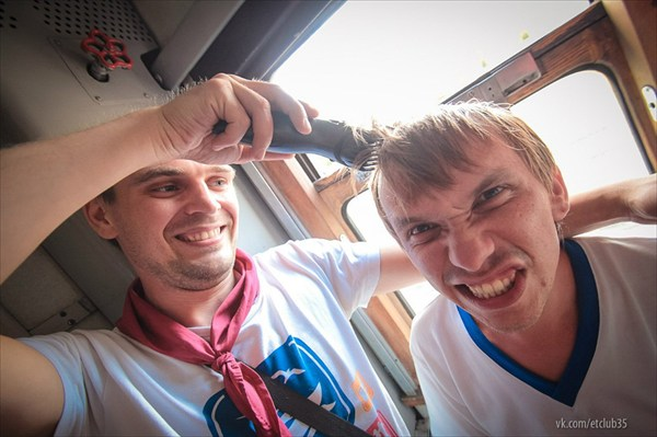 Подстригаемся прямо в поезде! ))