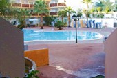 Вид на бассейн из нашего номера на Тенерифе