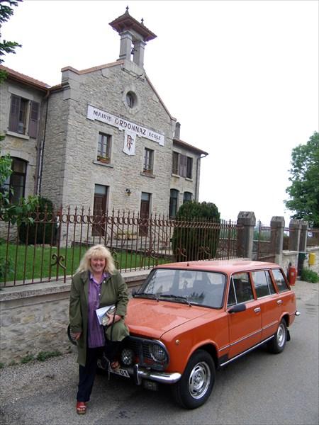 Французская журналистка-экскурсовод и ее машина