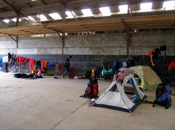 Лагерь в коровнике - 2