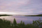 Фото. 7. Озеро Нялъявр в полночь, недалеко от станции Нял.